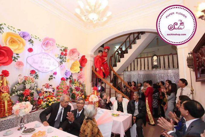 backdrop đám cưới hoa giấy suchin
