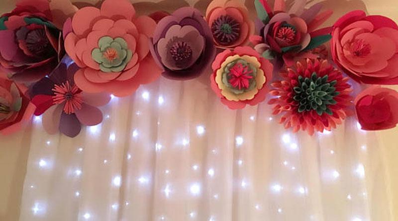 Tự làm hoa giấy trang trí phông cưới thật đơn giản