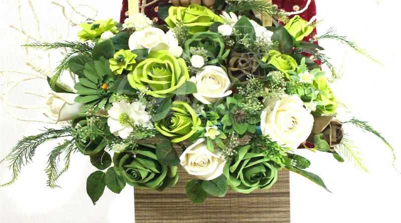 Lẵng hoa giấy màu xanh cốm