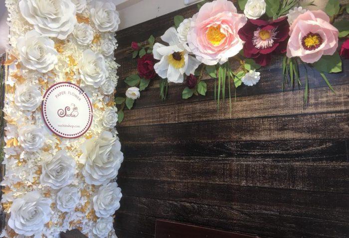 tự làm backdrop hoa giấy