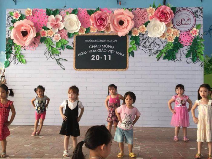 tự làm backdrop hoa giấy trang trí