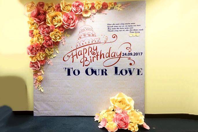 Backdrop hoa giấy trang trí sinh nhật