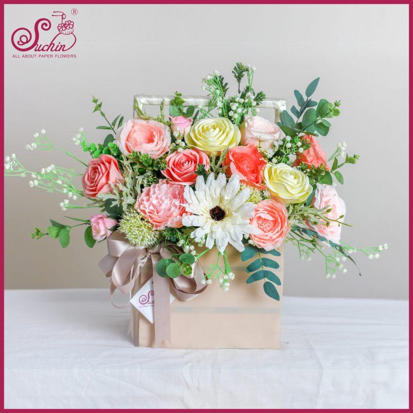 Giỏ hoa gỗ hồng ngọt ngào