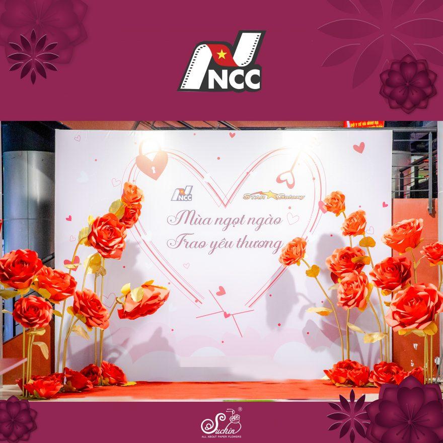 NCC – Trung tâm chiếu phim quốc gia sử dụng hoa giấy khổng lồ trang trí chương trình 8/3