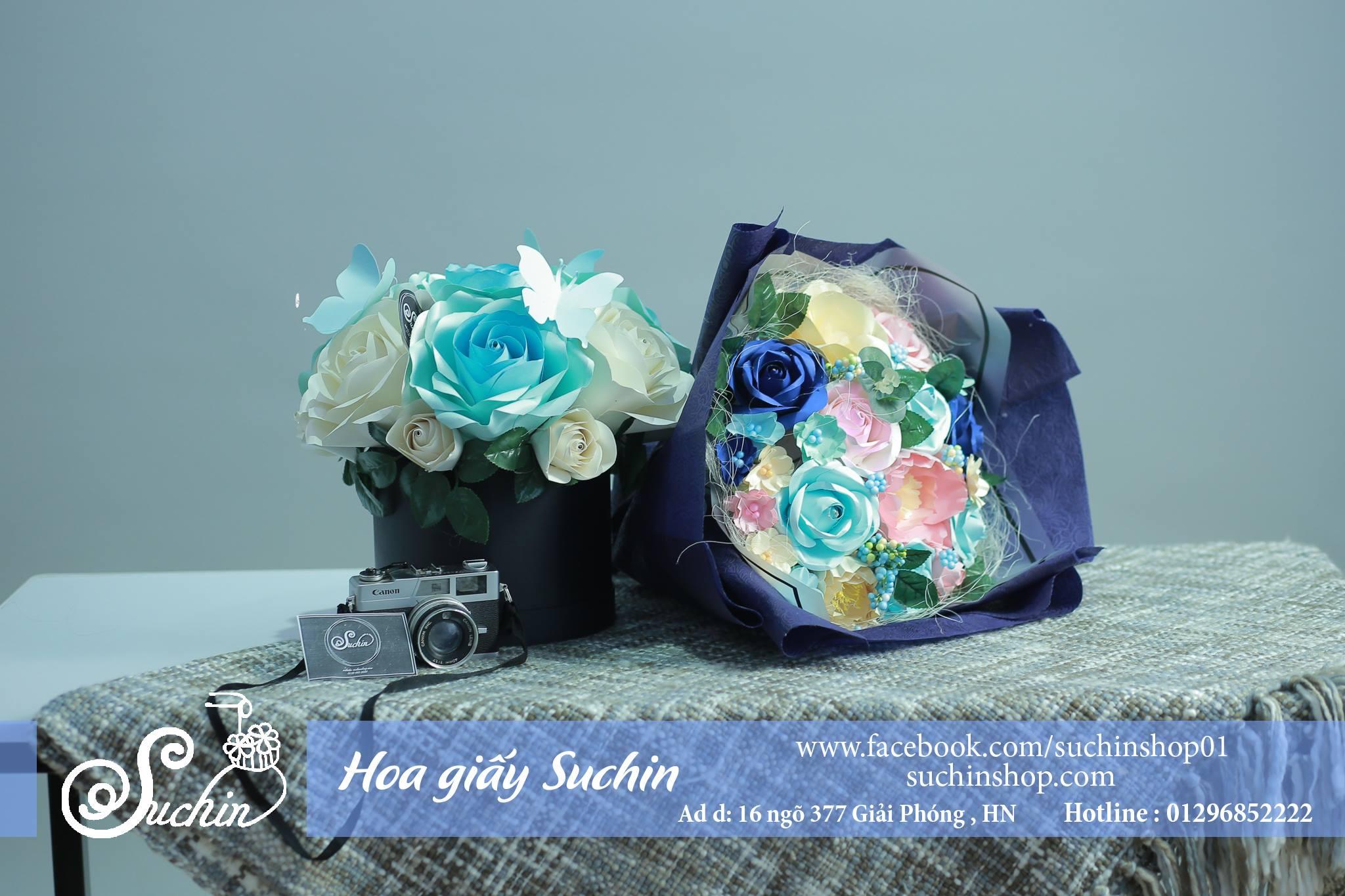 Bó hoa giấy và hộp hoa giấy tông xanh huyền bí