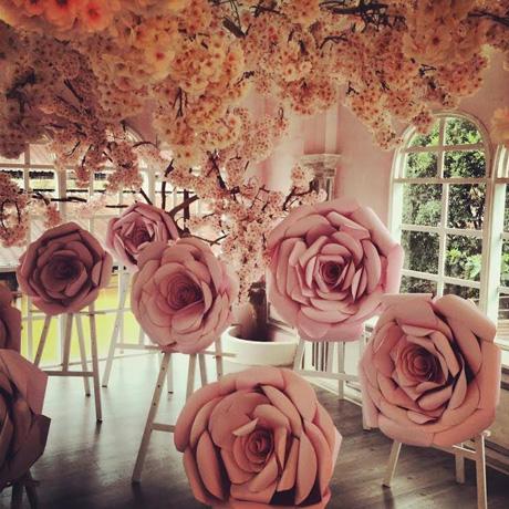Thi công hoa giấy trang trí đám cưới tại Hà Nội