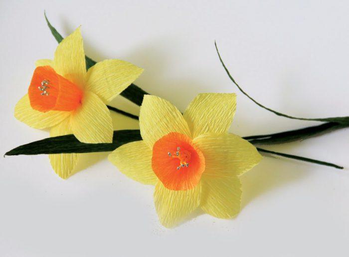 Hướng dẫn làm hoa thủy tiên bằng giấy nhún