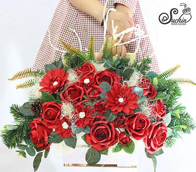Lẵng hoa màu đỏ đun