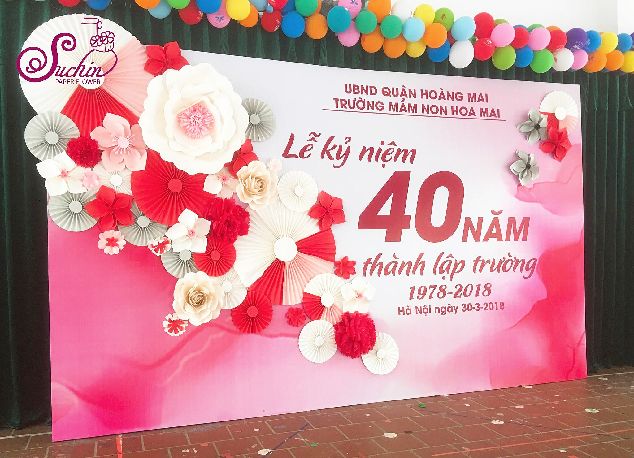 Backdrop hoa giấy trang trí trường mầm non Hoa Mai