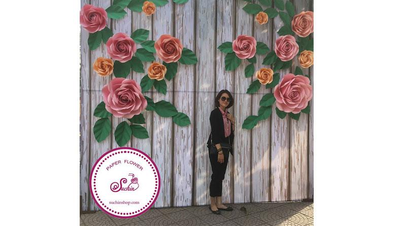 Hoạt động không thể thiếu tại backdrop hoa giấy đám cưới