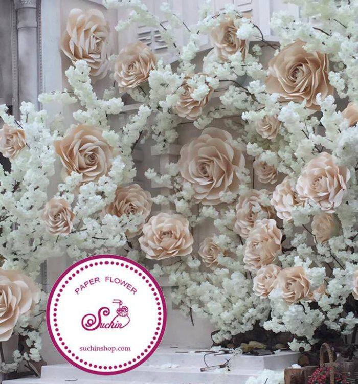 làm backdrop hoa giấy đám cưới