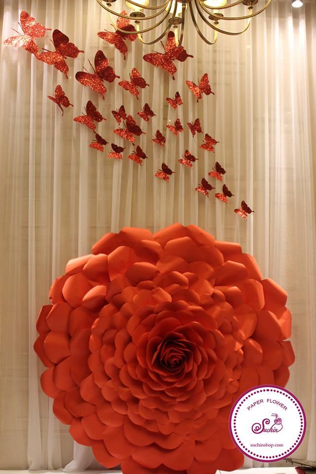 Xu hướng trang trí show window bằng hoa giấy 2019