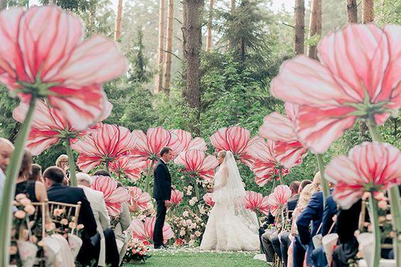 Cây hoa khổng lồ trang trí tiệc cưới