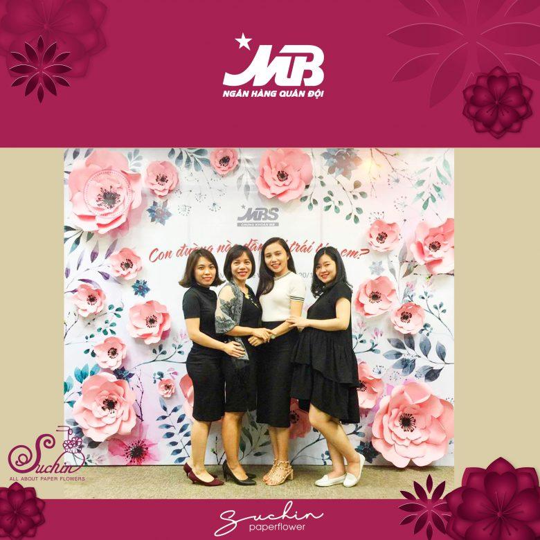 Backdrop hoa giấy trang trí 8/3 MB Bank