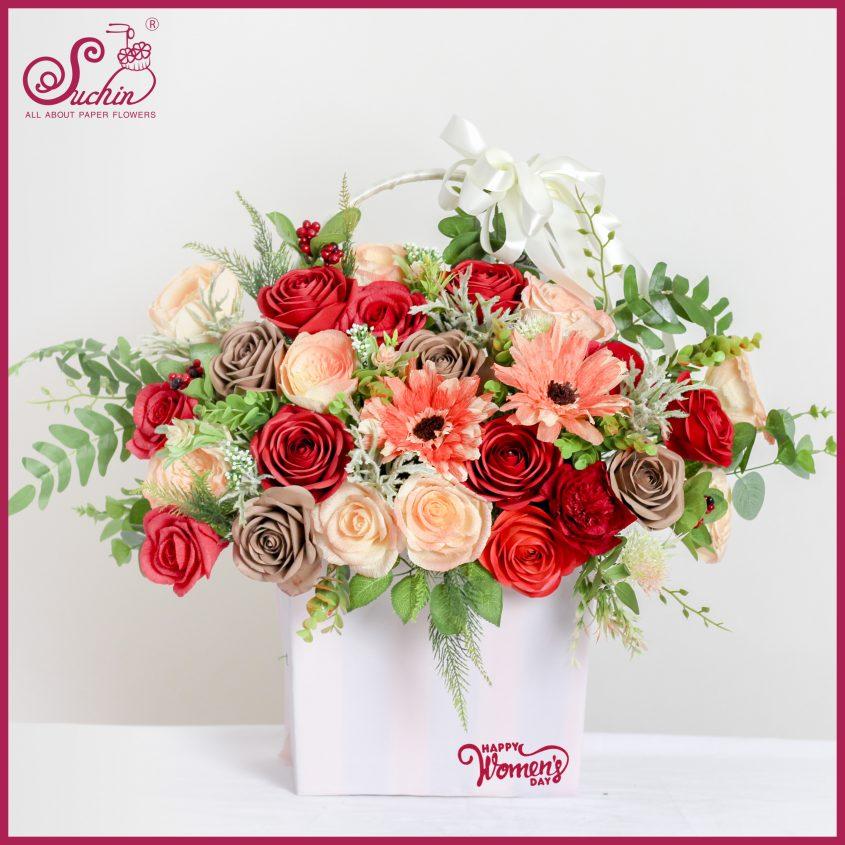 Giỏ hoa gỗ đỏ cam rực rỡ