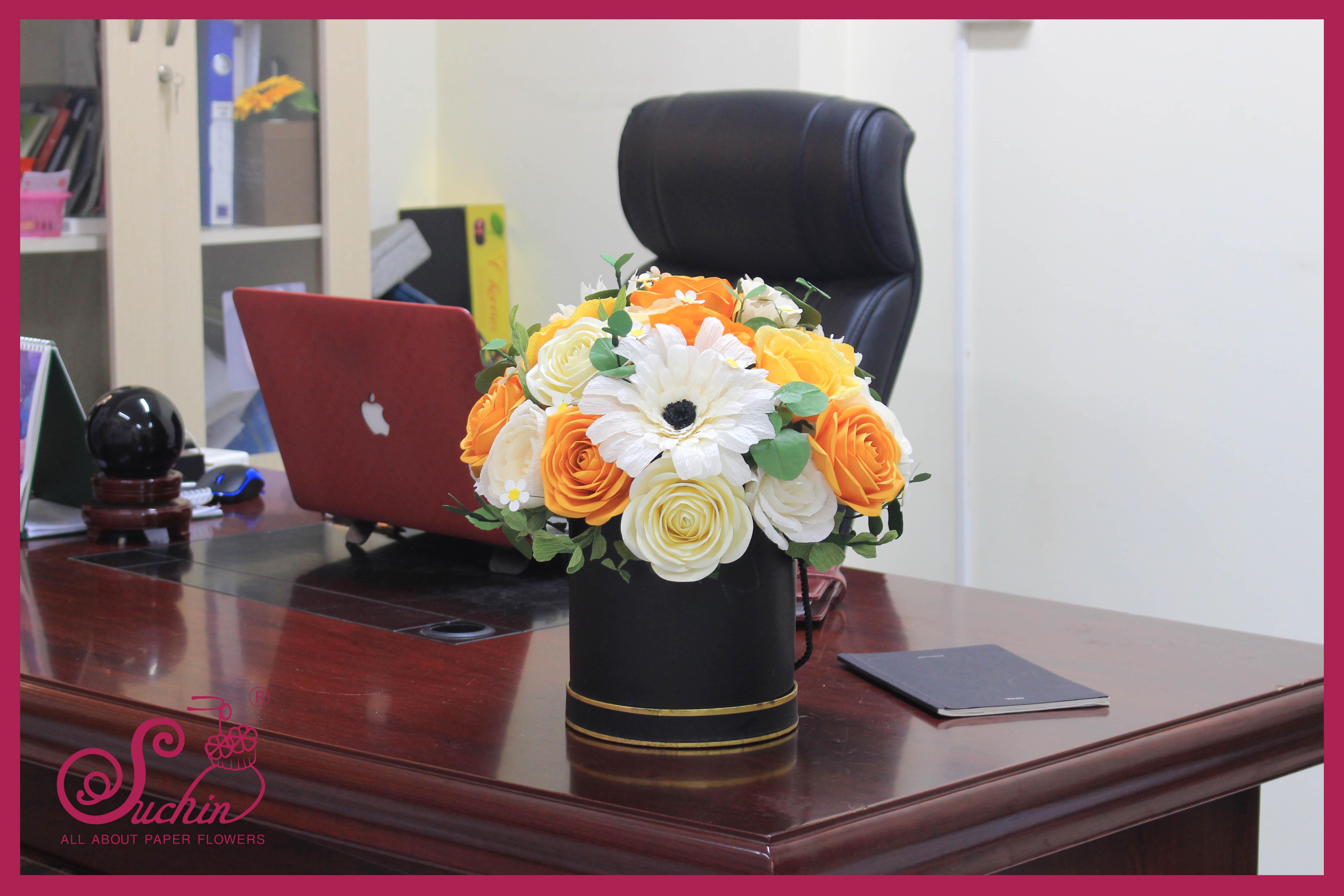 Hộp hoa quà tặng cao cấp tone vàng