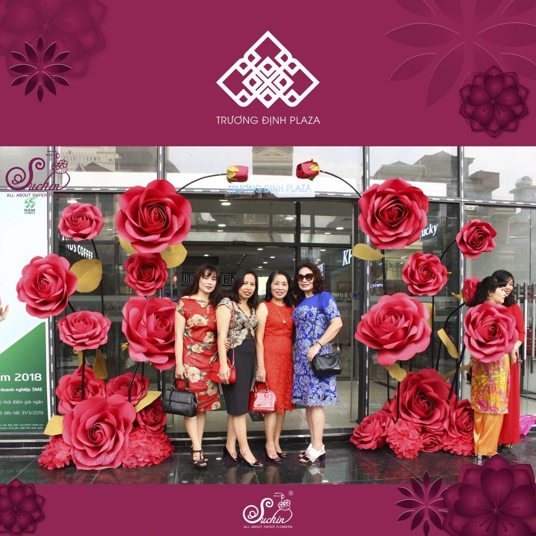 Trương Định Plaza – Cổng hoa giấy nghệ thuật decor 20/10