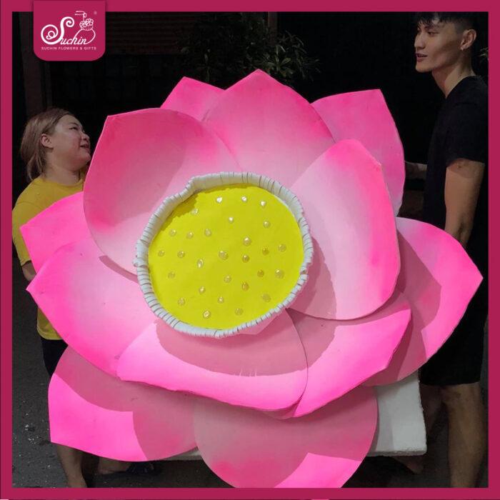 hoa sen giấy khổng lồ