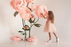 Làm hẳn album chụp ảnh cho bé chỉ với bông hoa khổng lồ