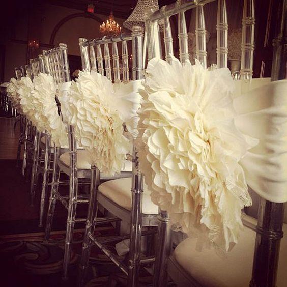 trang trí ghế ngồi tiệc cưới