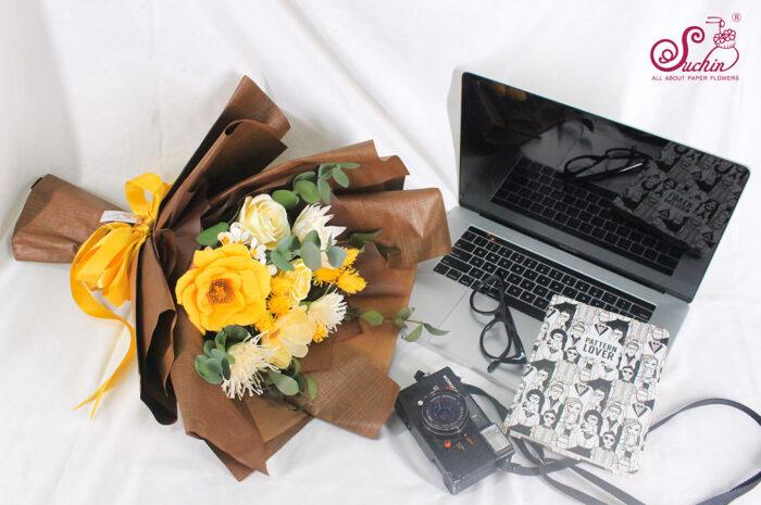 Giải mã ý nghĩa ẩn chứa trong những bó hoa hồng bằng giấy nhún